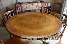 Splendido tavolo in legno massello intarsiato