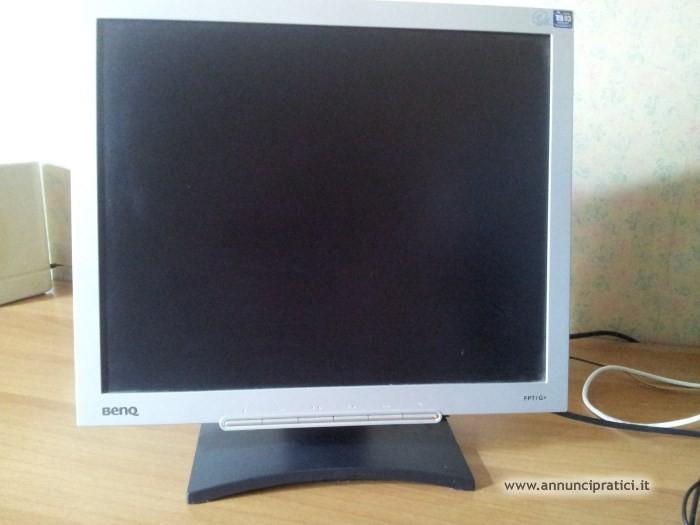 Monitor LCD BenQ FP71G+ da 17 pollici,