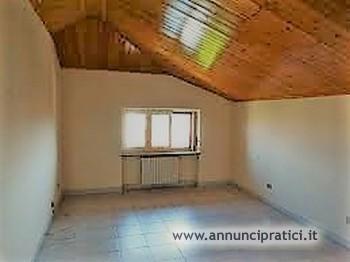 In vendita appartamento trilocale mansardato