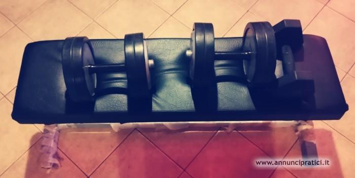 Panca piana e pesi