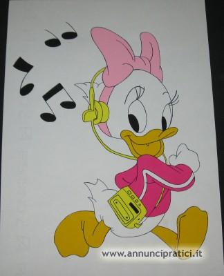 Disegno Paperina che ascolta musica a tempera
